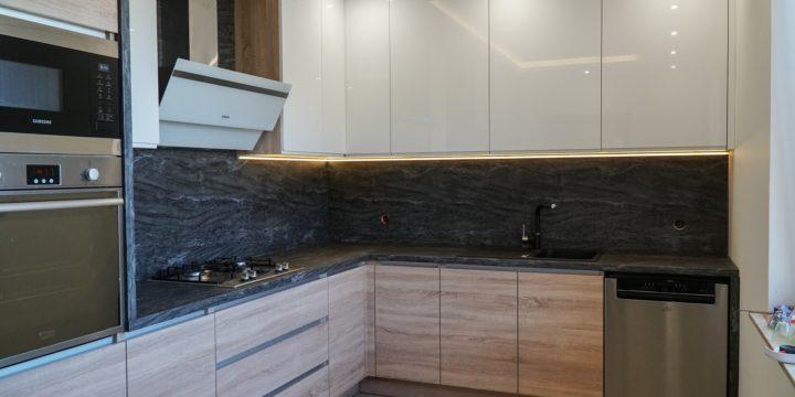 Czym wykończyć ścianę nad blatem kuchennym ?