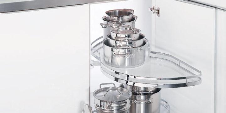 4 elementy wyposażenia szafek kuchennych, które sprawią, że będą bardziej funkcjonalne.