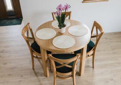Duży okrągły stół rozkładany
